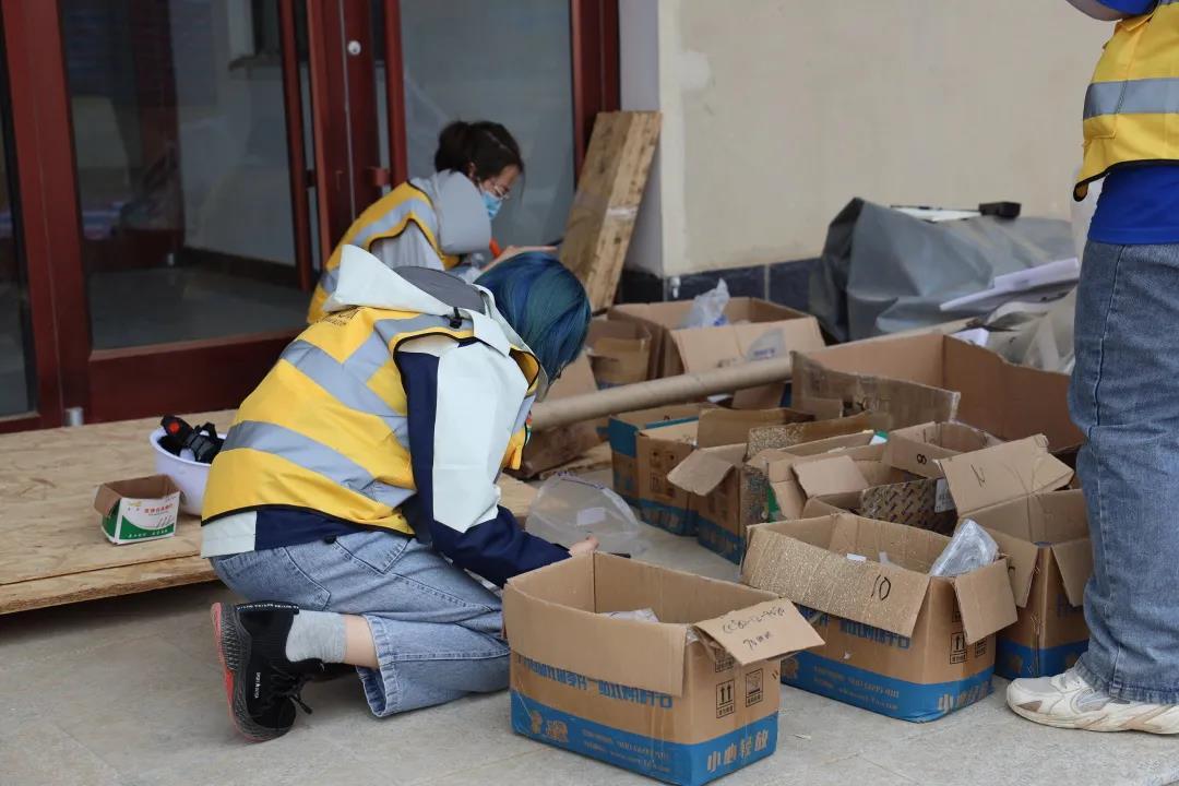 PMO组在进行工具清点工作